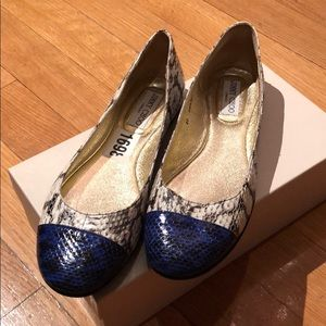 Jimmy Choo snake flat. Blue/white. Size 40. New.